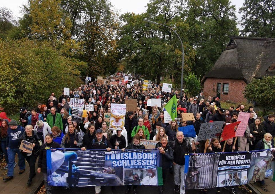 Demonstration gegen Tierversuchslabor LPT